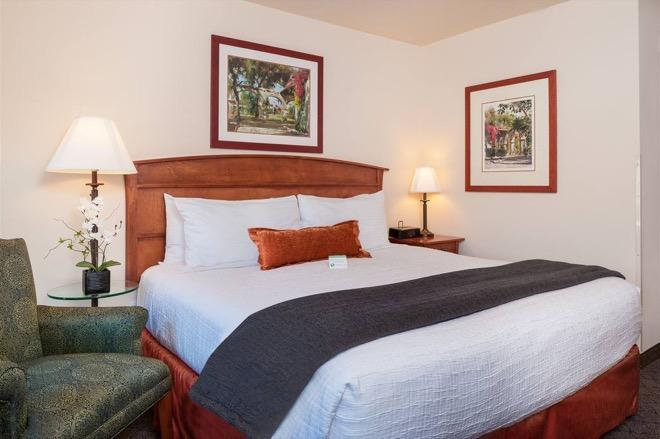 Mediterrantean Inn Seattle King Room