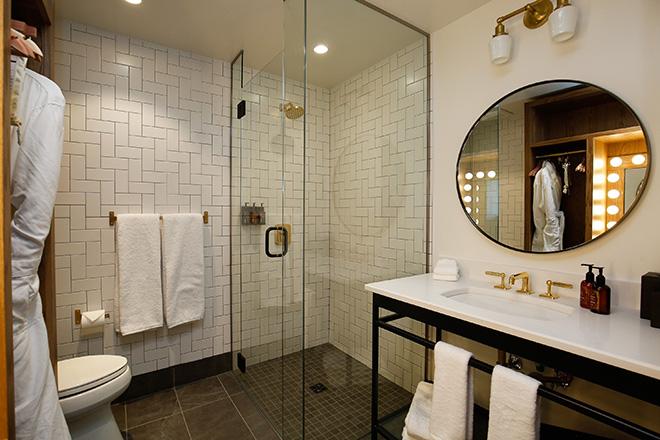 The Ramble Hotel Denver Guestroom Bathroom