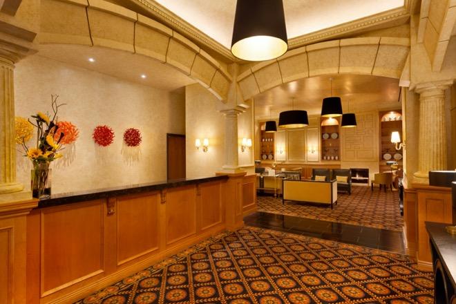 Executive Hotel Le Soleil Front Desk