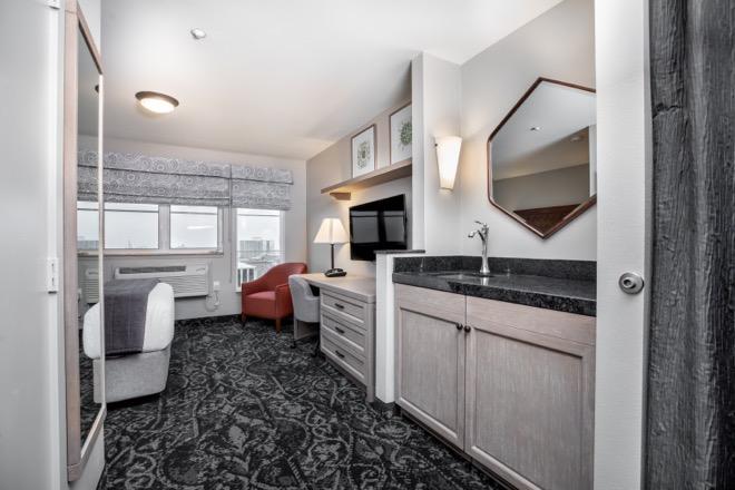 Mediterrantean Inn Seattle spacious guestrooms