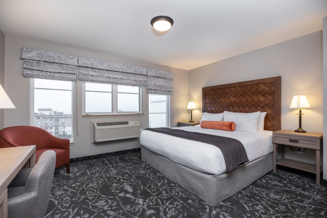 Mediterrantean Inn Seattle Single King Bed Room