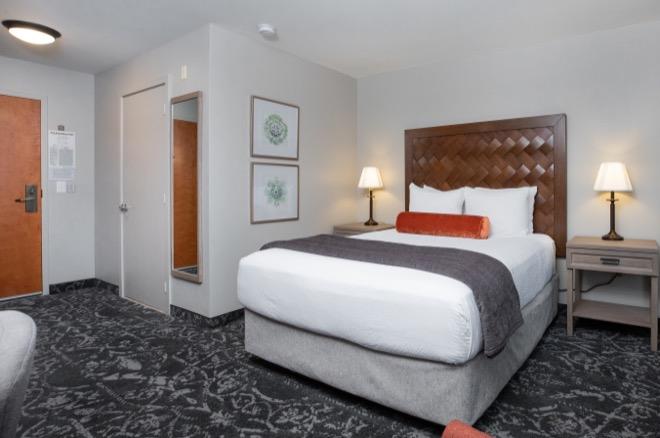 Mediterrantean Inn Seattle Single Queen Bed Room