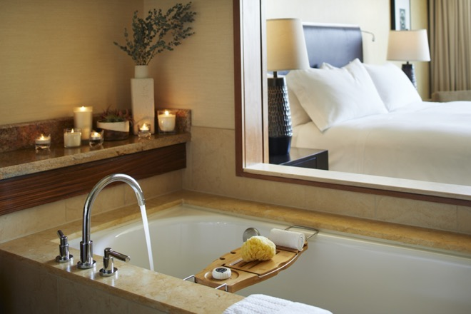 Pan Pacific Seattle Guestroom Bathroom