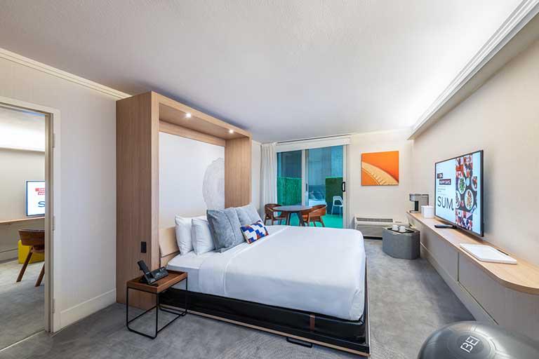 Guestroom at BEI Hotel San Francisco